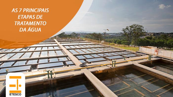 A imagem mostra uma estação de tratamento de água.